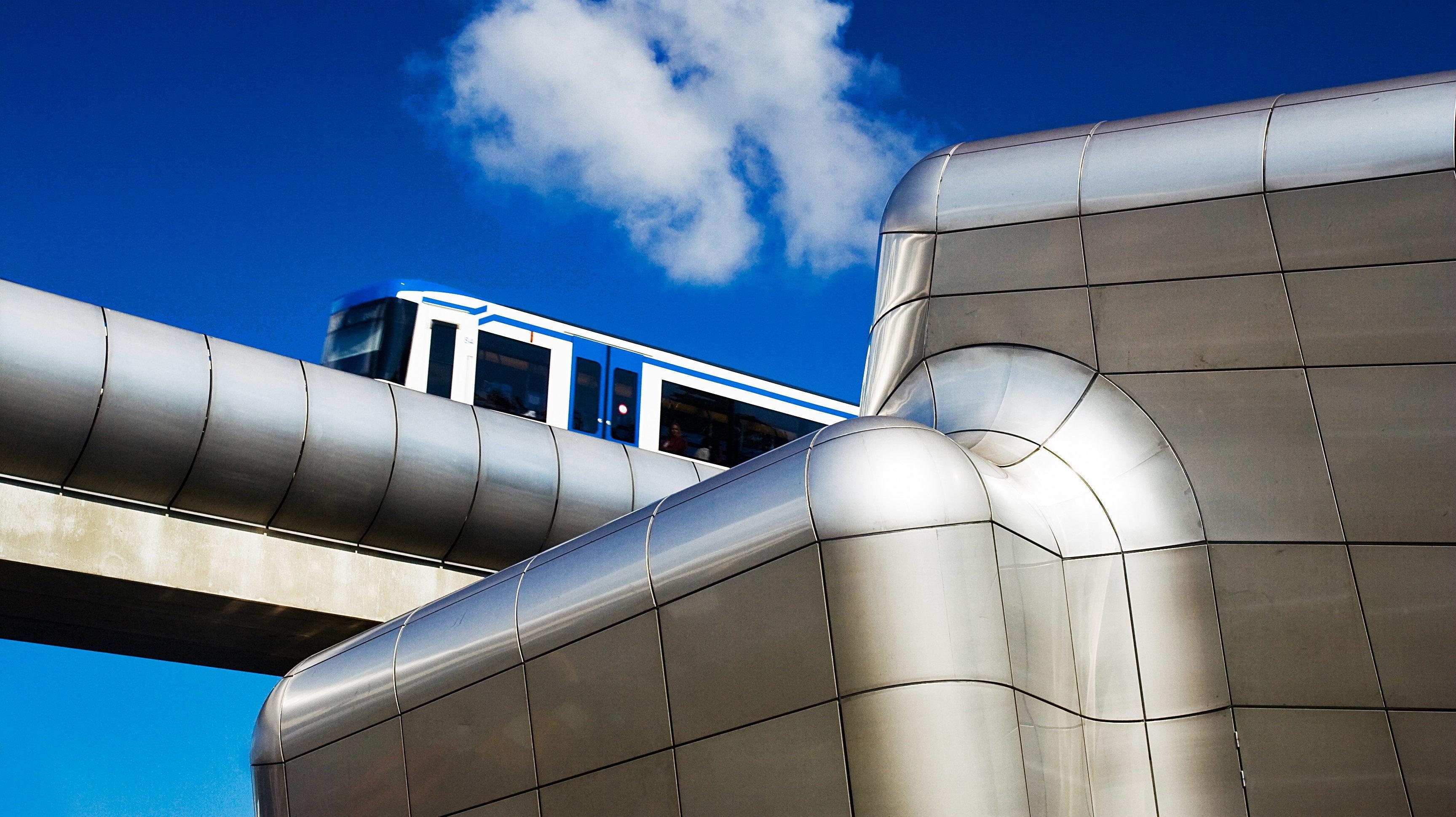Metro op luchtbrug