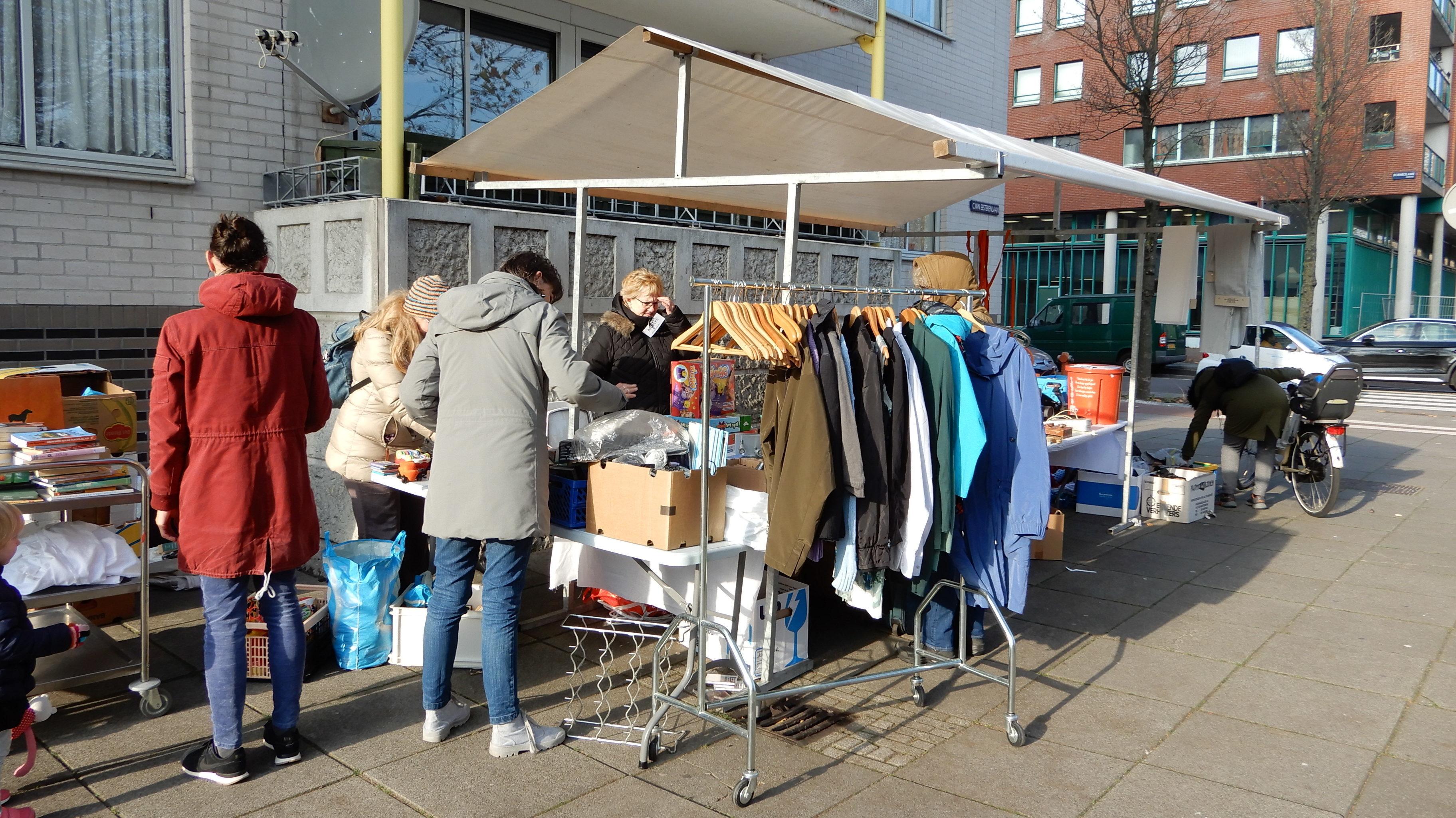 Weggeefkraam OHG waar bewoners gratis spullen kun geven en ophalen