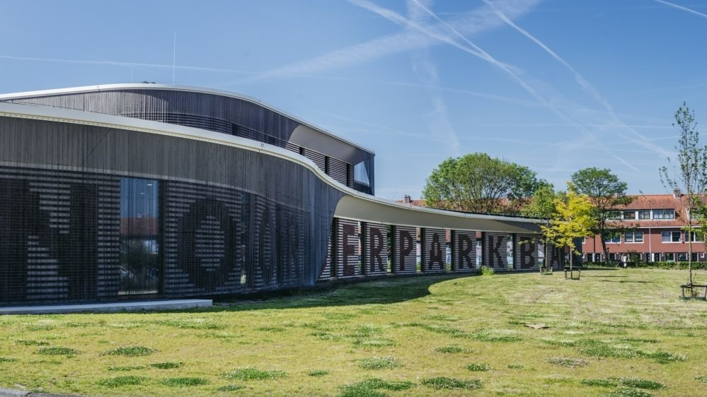 Zijaanzicht gebouw Noorderparkbad