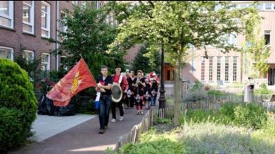 Parade in de Kraaipanstraat