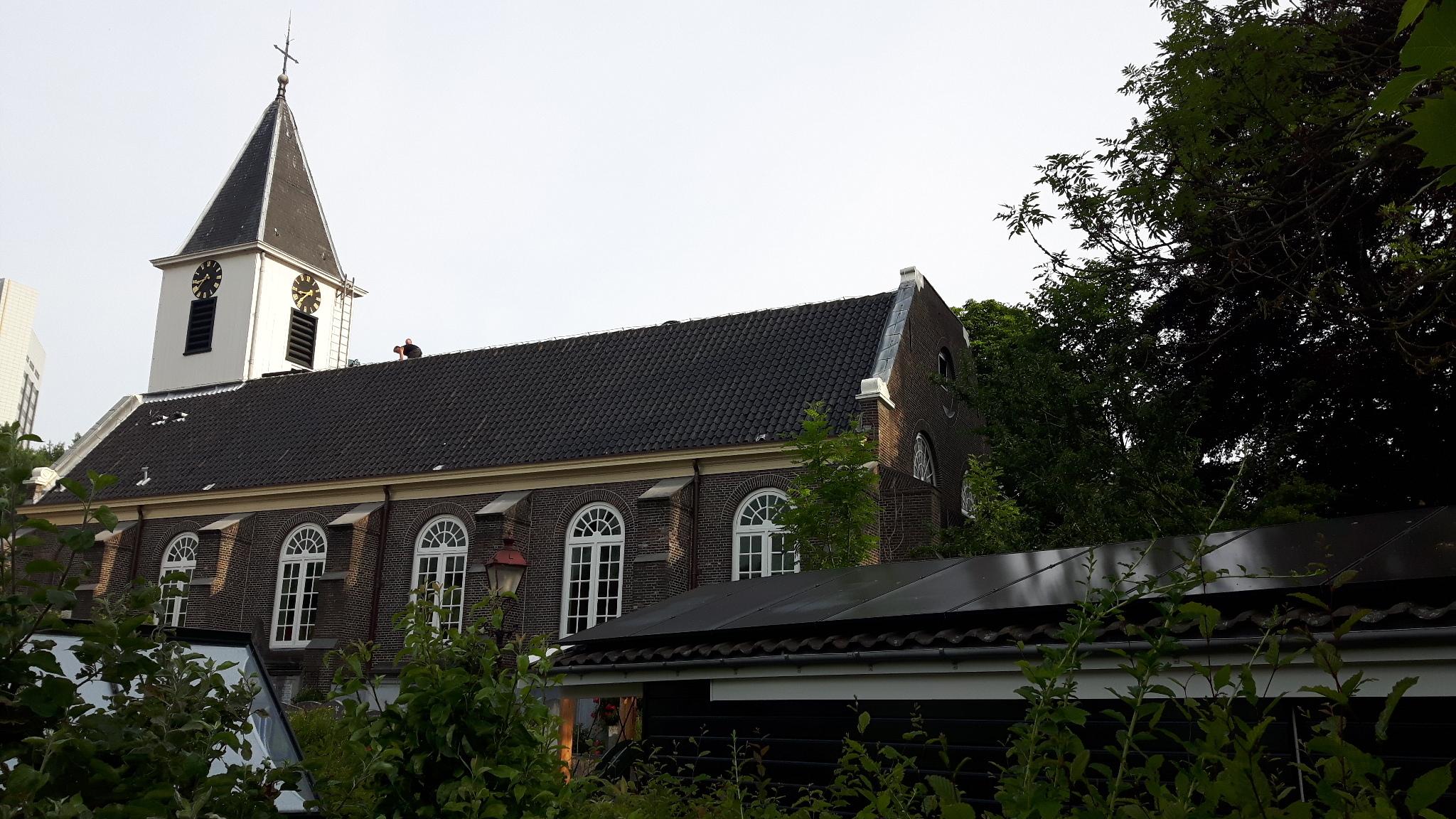Aanleg van 27 zonnepanelen op het dak van de St. Petruskerk
