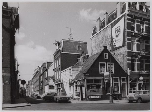 De hoek van de Rustenburgerstraat en Amstel in 1968.