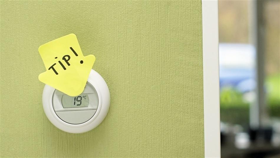 Thermostaatknop op 19 graden met aanwijzingsbriefje tip